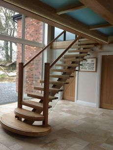 uploads/projects/11/Oak Spine Stairs with Glass Balustrade and Landing 1.jpg