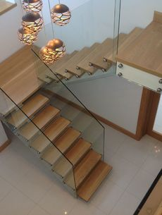 uploads/projects/61/White steel spine stairs Ireland.jpeg
